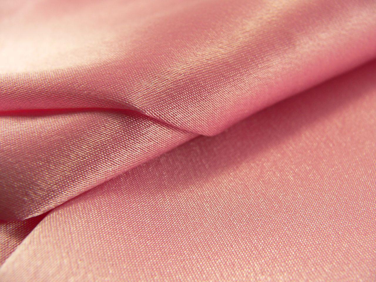 плетение нитей в сатине