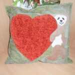 подушка из поролона с сердцем
