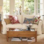 подушка из поролона на белом диване
