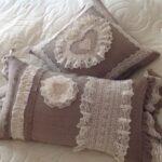 подушка из поролона с кружевом