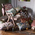 подушка из поролона на кресле