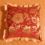 подушка из поролона красная с узором
