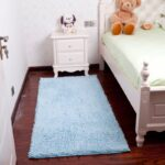 прикроватный коврик для спальни дизайн фото