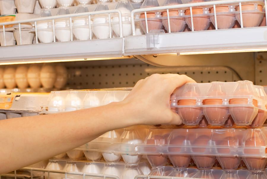 яйца в магазине