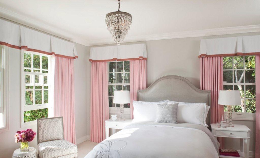 шторы к серым обоям розовые