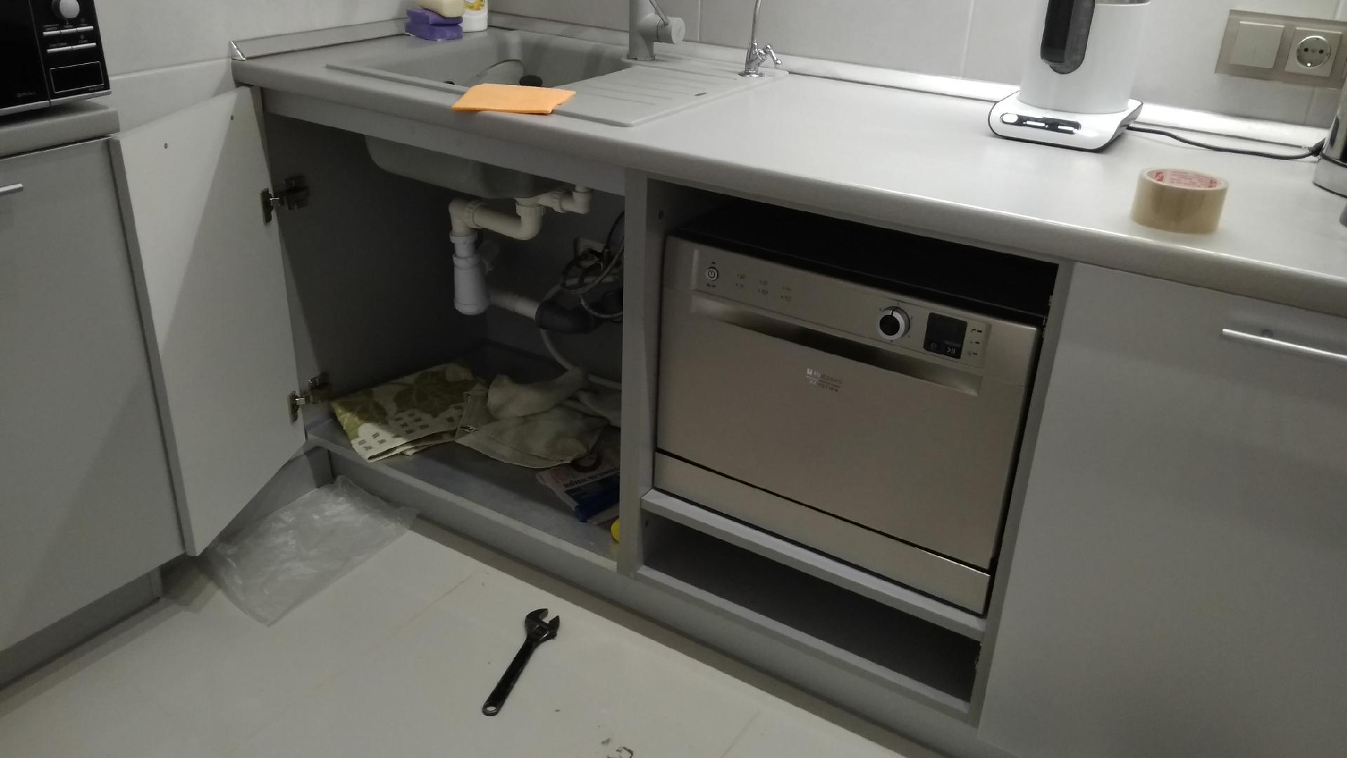частично встроенная посудомойка