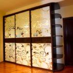 шкаф встроенный с узорами
