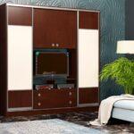 шкаф-купе в гостиной коричневый с белым