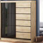 шкаф-купе в гостиной корпусный деревянный