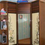 шкаф-купе в гостиной угловой с орнаментом