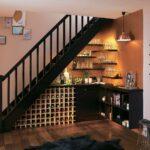 шкаф под лестницей с вином
