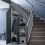 шкаф под лестницей с одеждой