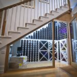 шкаф под лестницей стеклянный