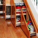 шкаф деоревянный выдвижнойпод лестницей
