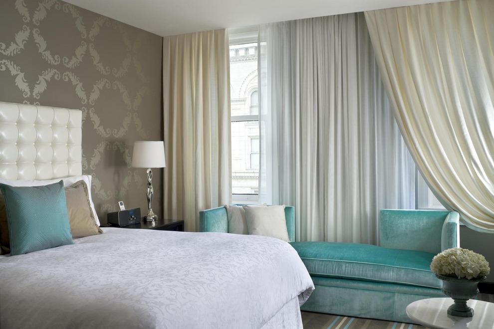 шторы к серым обоям пастельные