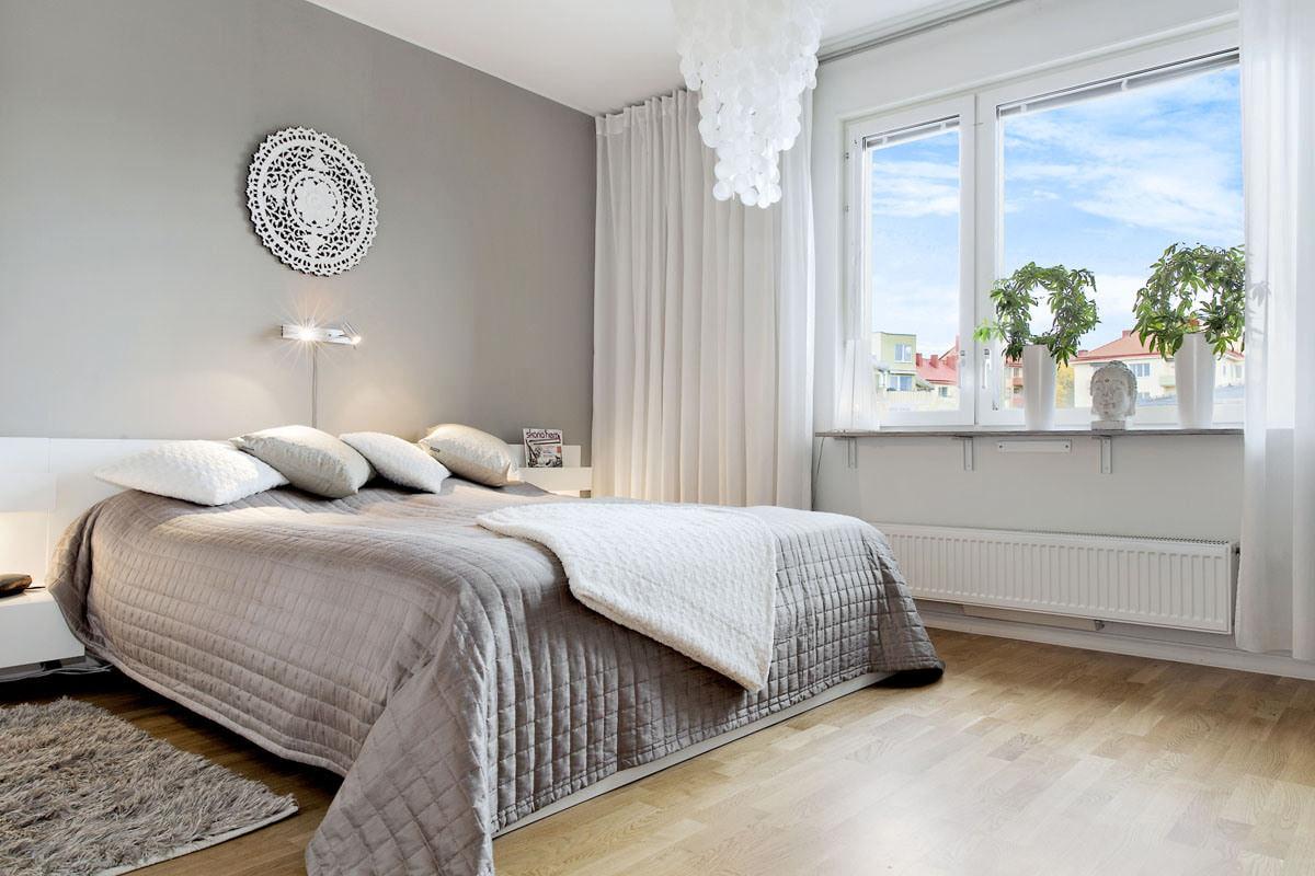 шторы к серым обоям в спальне