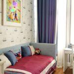 морские шторы с диваном