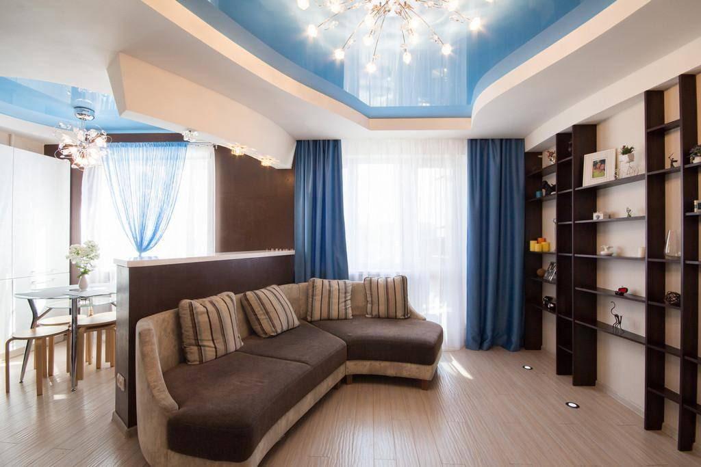 синие шторы в гостиной