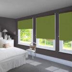 рулонные шторы зеленые в спальне