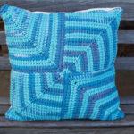 тунисская вязка подушка синяя