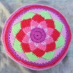 тунисская вязка коврик круглый розовый