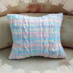 подушки вязаные цветные