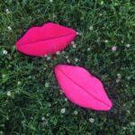 подушки вязаные губы