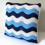 подушки вязаные волнами