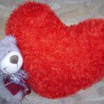 подушки вязаные сердце