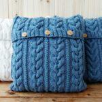 подушки вязаные синие