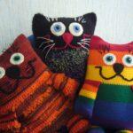 подушки вязаные котики