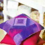 подушка на спицах цветная