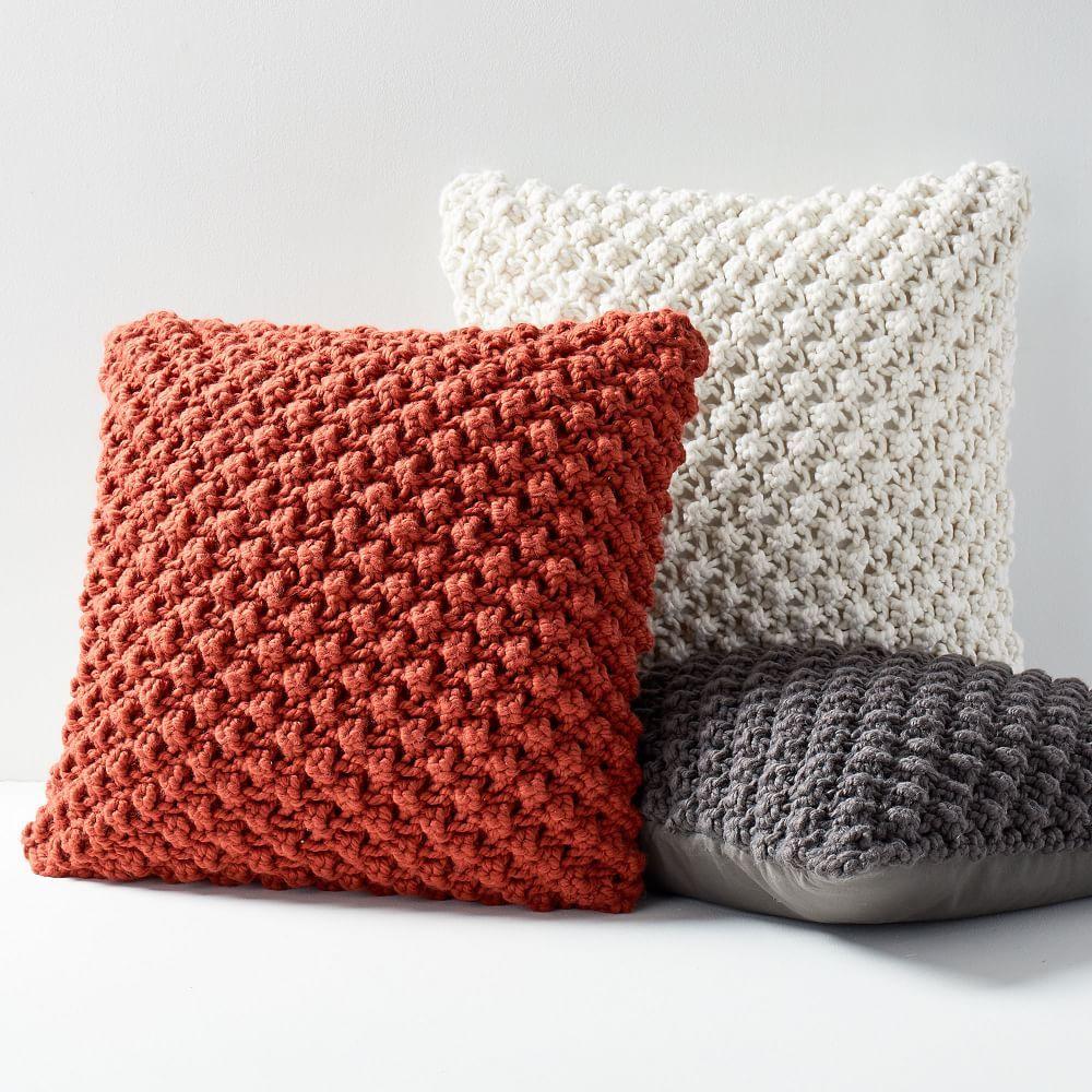 подушка на спицах бордовая