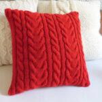 подушка на спицах красная