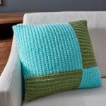 подушка на спицах голубой квадрат