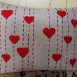 декоративная подушка с сердцами