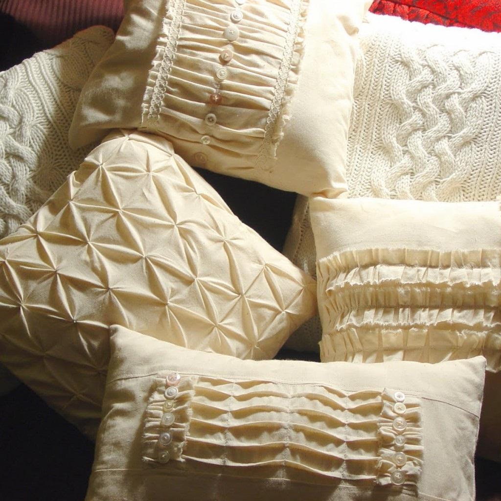 декор подушки рельефными буфами