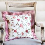 декоративная подушка на стулк прованс