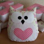 декоративная подушка сова с сердцем