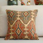 декоративная подушка с рунами