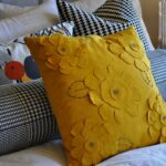 декоративная подушка горчичная
