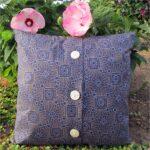 декоративная подушка спуговицами