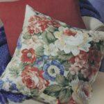 декоративная подушка с цветами
