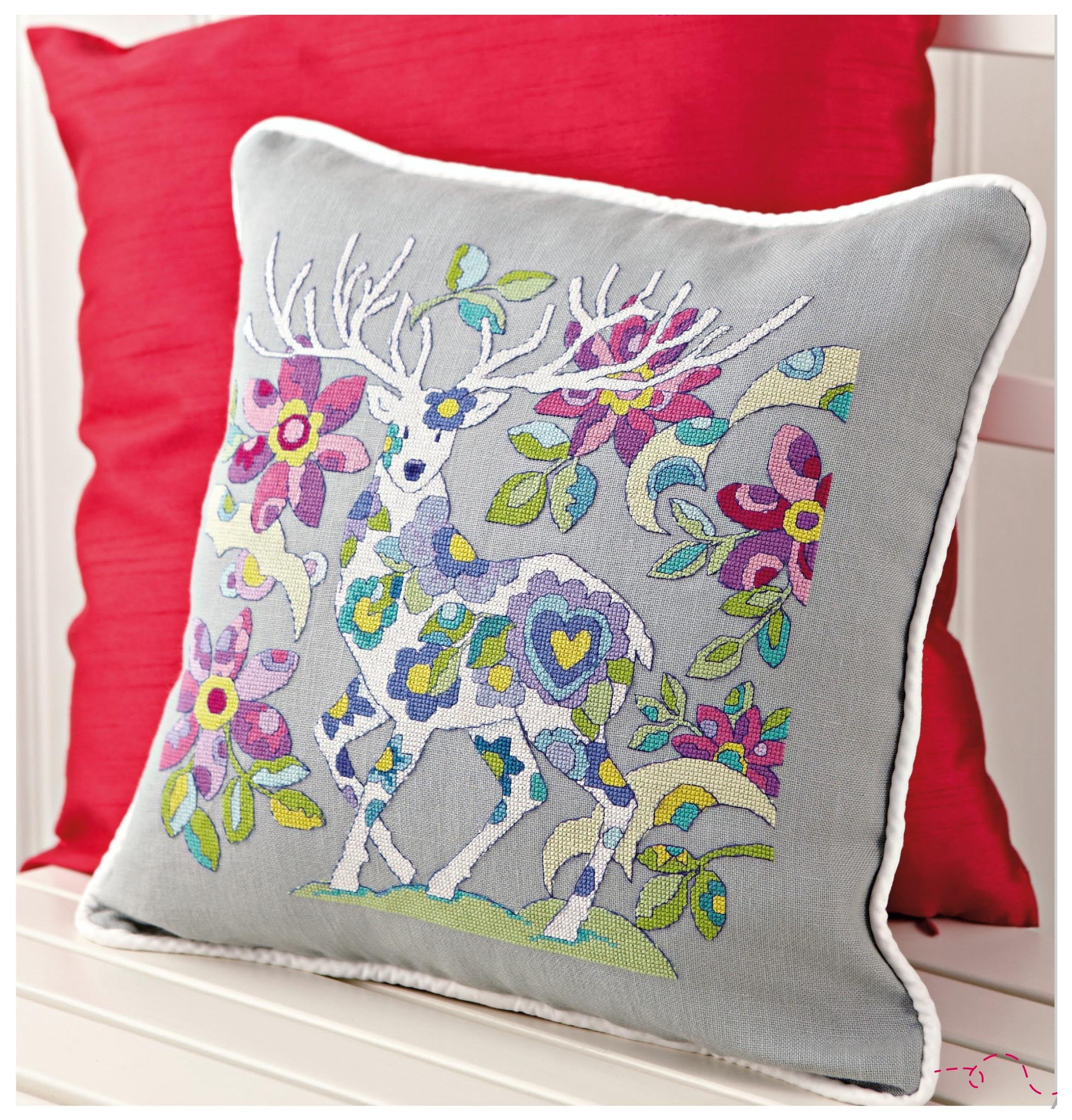 декор подушки вышивкой