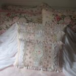декоративная подушка с мелкими оборками