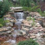 декоративный водопад из камней каскадный