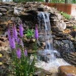 декоративный водопад с лавандой