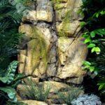 декоративный водопад в скале