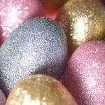 украсить яйца блестками