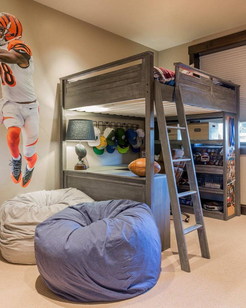 кровать чердак с рабочей зоной в интерьере